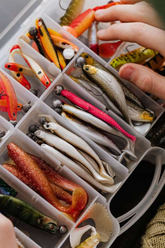 What is the minimum age requirement for fishing in Texas?