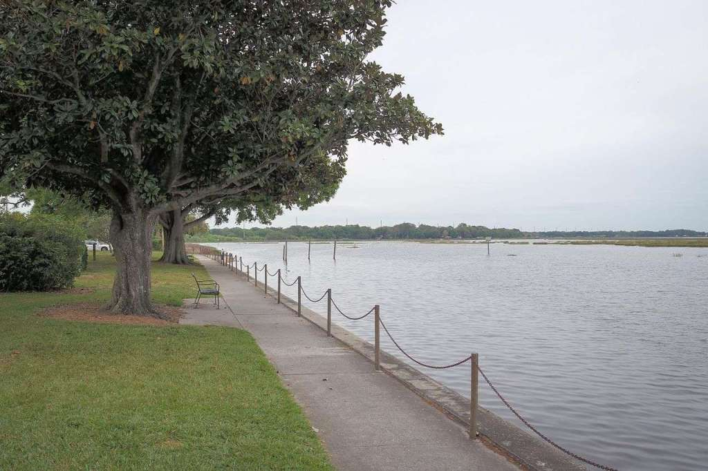 Lake Kissimmee - the bluest water in Florida