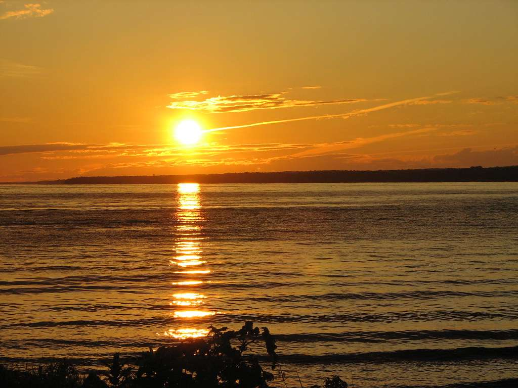 Oneida Lake-largest Lake located entirely within the state of New York