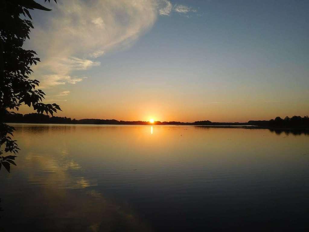 Lake Apopka - largest body of water in Florida